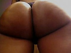 This amateur swarthy chick has a flawless round butt, it looks even more excellent with her dark thong on, and the way she's flexing it in this clip makes everyone drool.