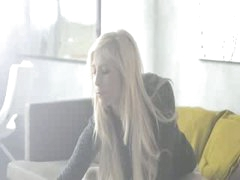 Super hawt blonde model rubbing the clitoris